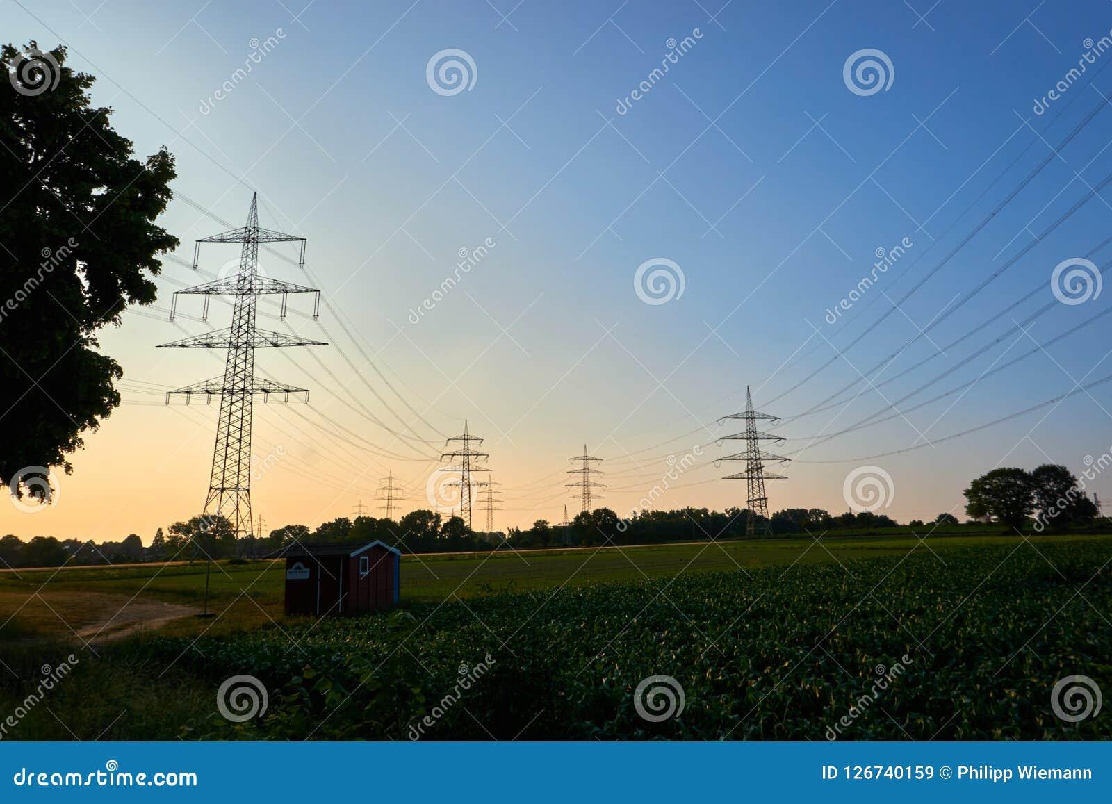Machtspolen in een zonsondergang
