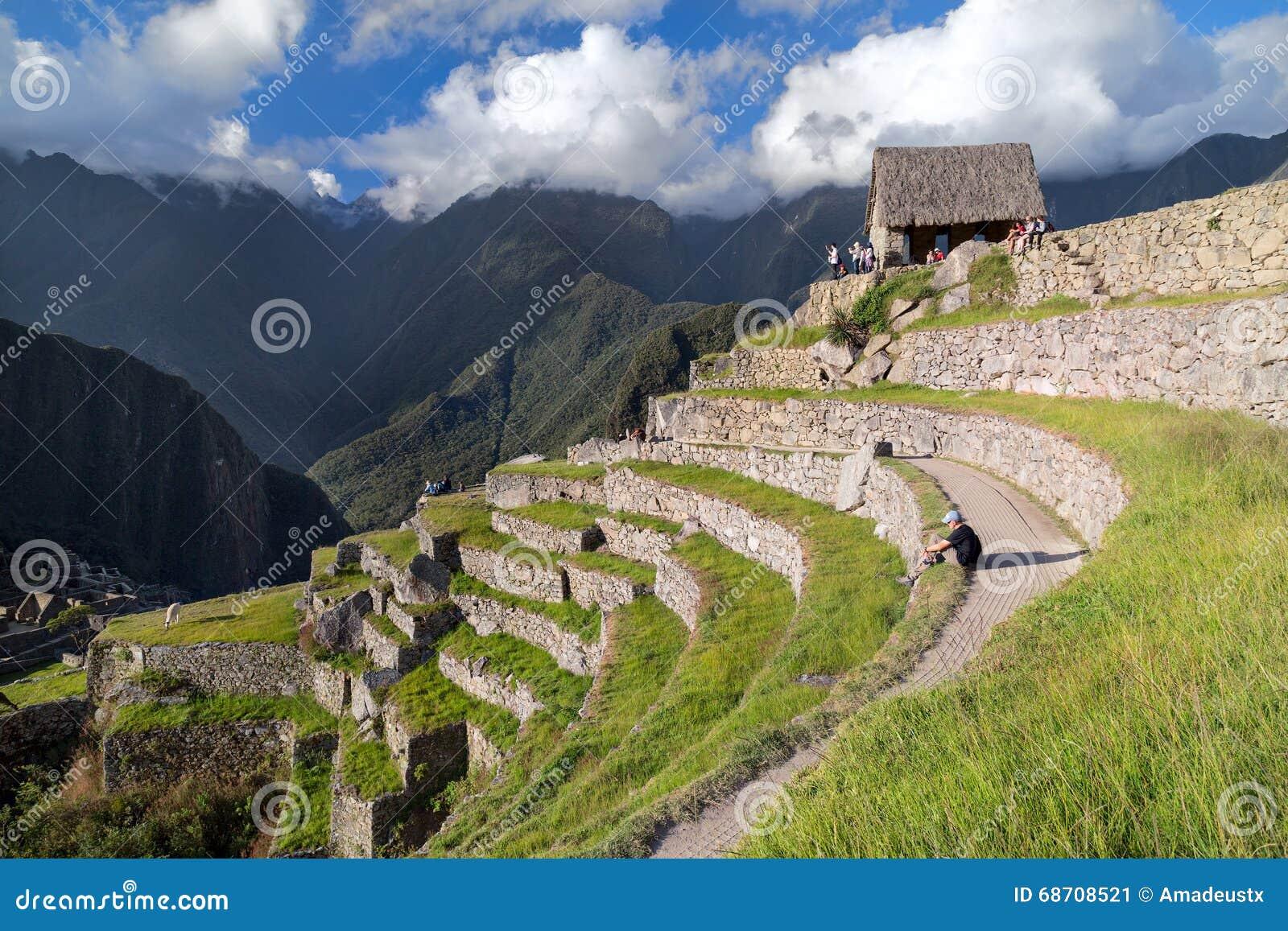 Machu Picchu, Aguas Calientes/Peru - circa im Juni 2015: Ansicht von Terrassen in heiliger verlorener Stadt Machu Picchu von Inka