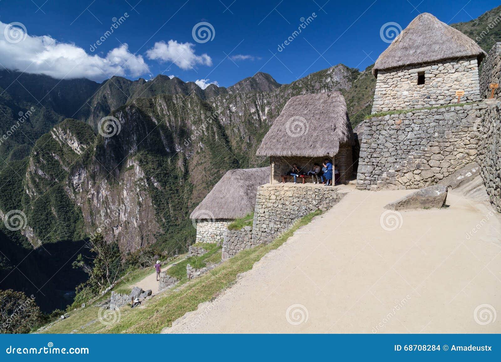 Machu Picchu, Aguas Calientes/Peru - circa im Juni 2015: Ruinen heiliger verlorener Stadt Machu Picchu der Inkas in Peru