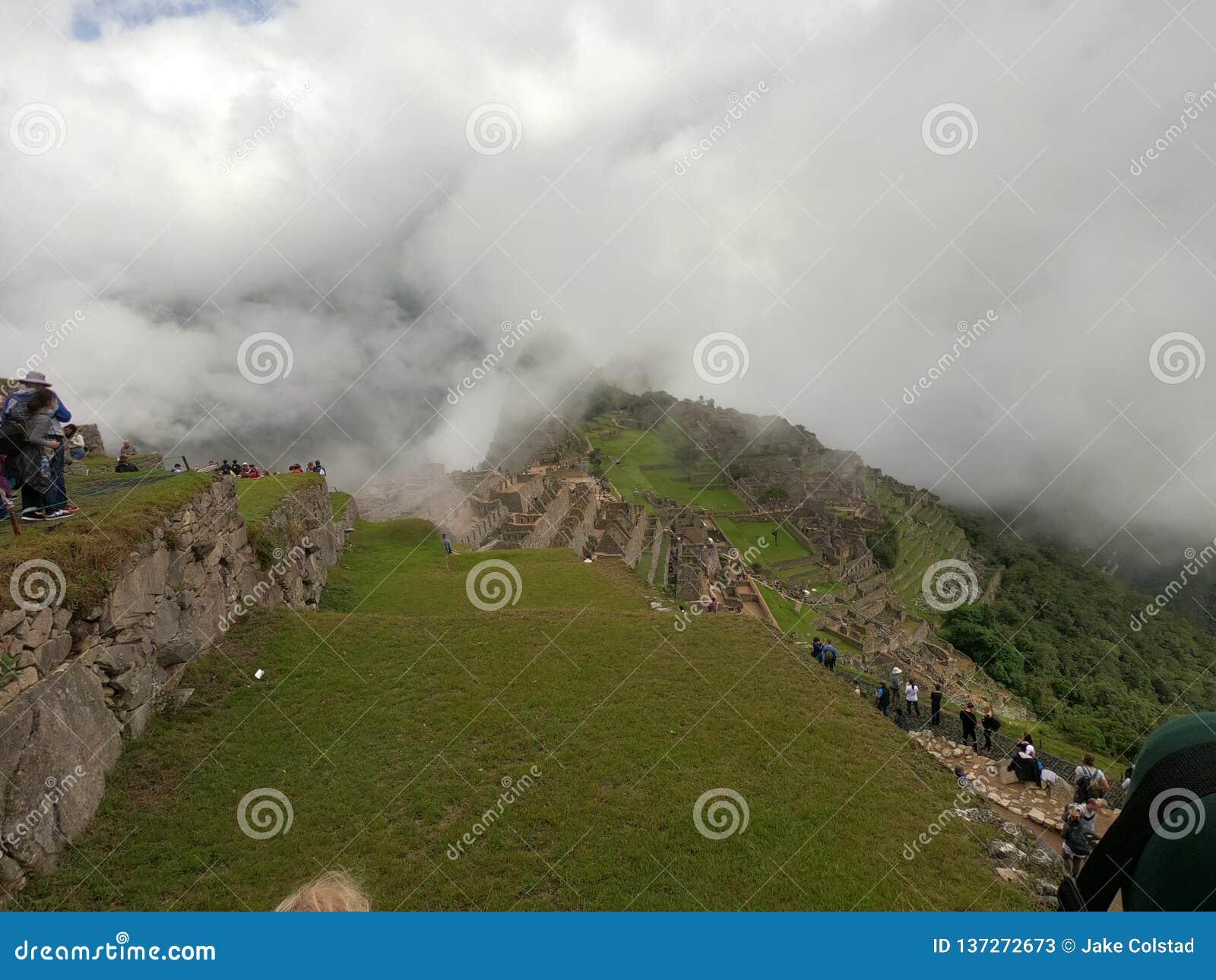Machu Picchu nas nuvens