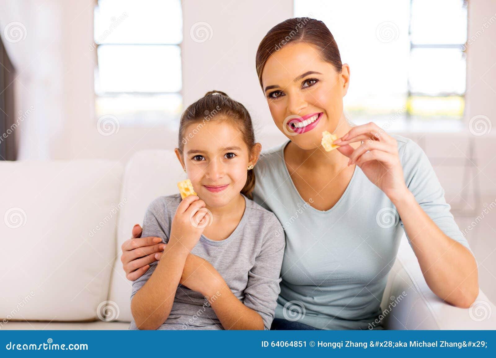 Macierzyści córki łasowania ciastka