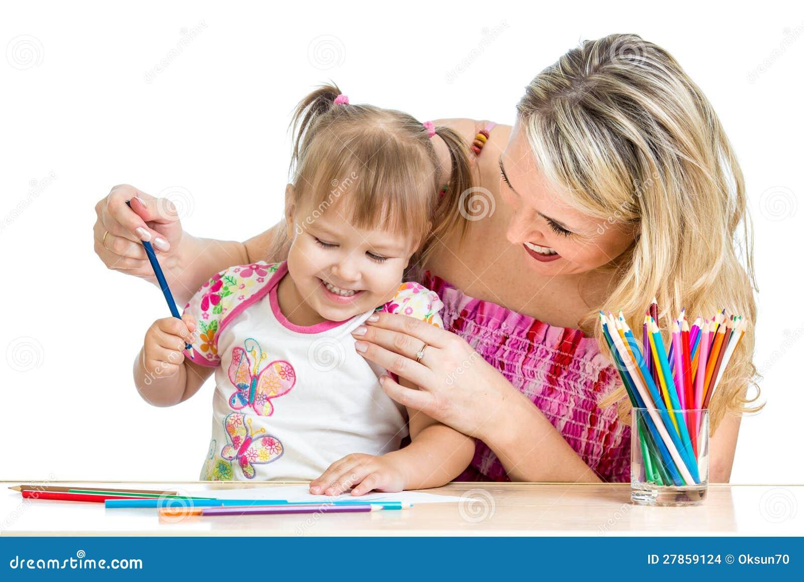 Macierzyste i jej dziecko zabawy gry z koloru ołówkami