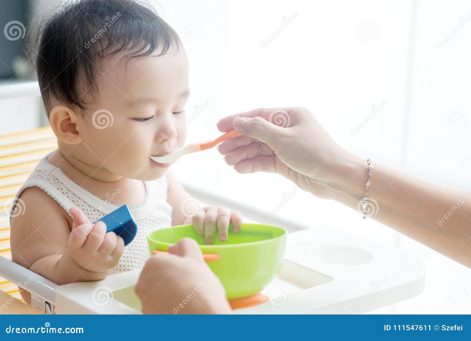 Macierzysty żywieniowy syn