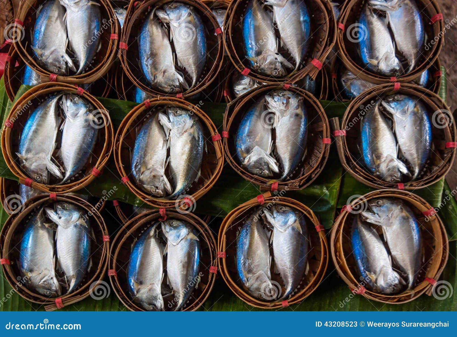 Download Mackerelfisken I Bambukorg På Marknadsför Fotografering för Bildbyråer - Bild av kök, lås: 43208523