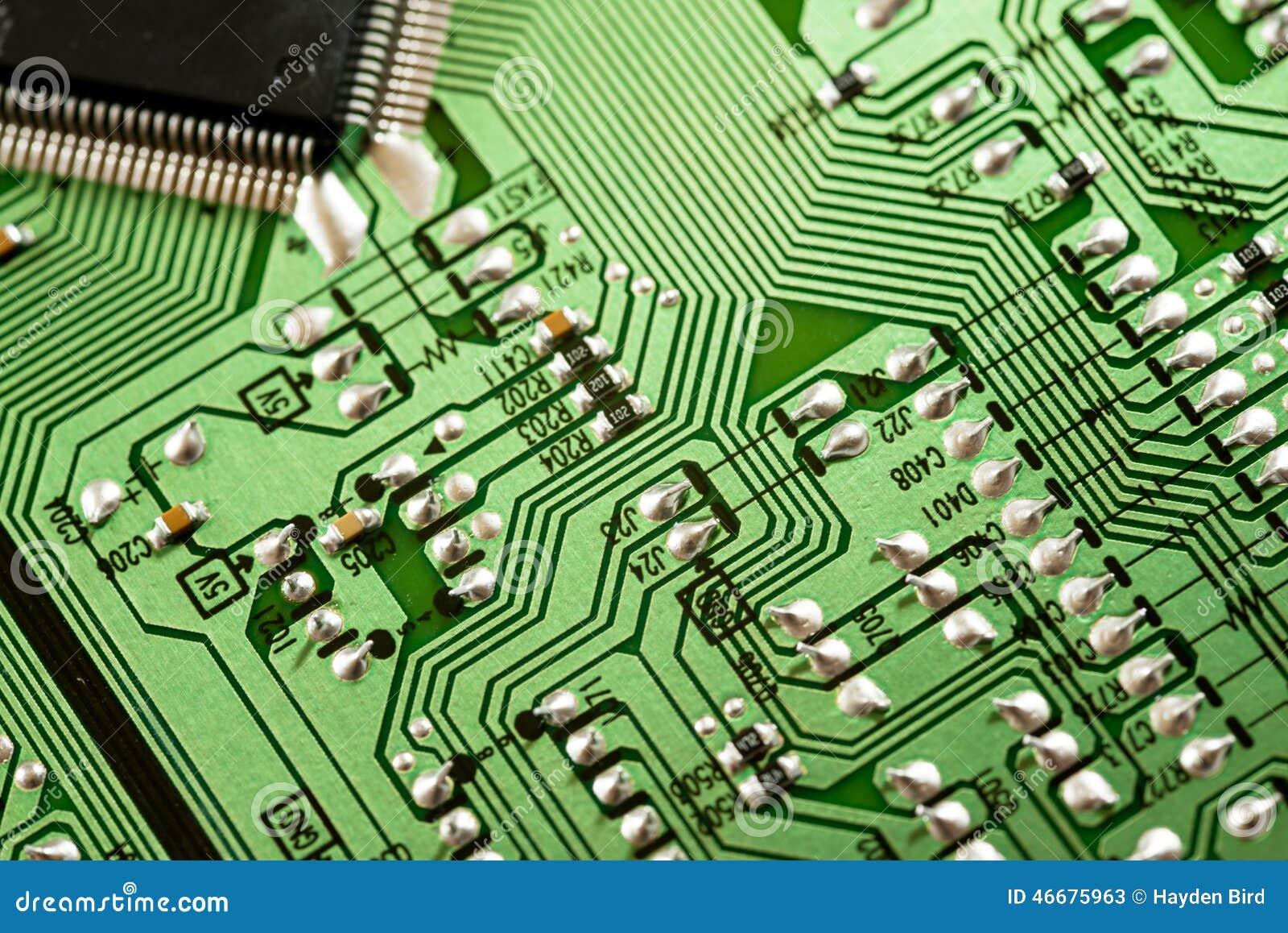 Macro do PWB da placa de circuito eletrônico no verde