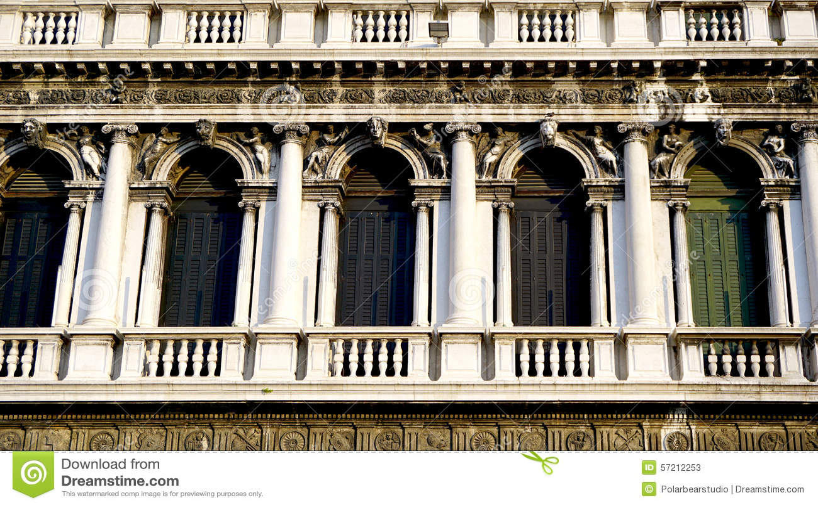 Macro ornamenti quadrati delle finestre di San