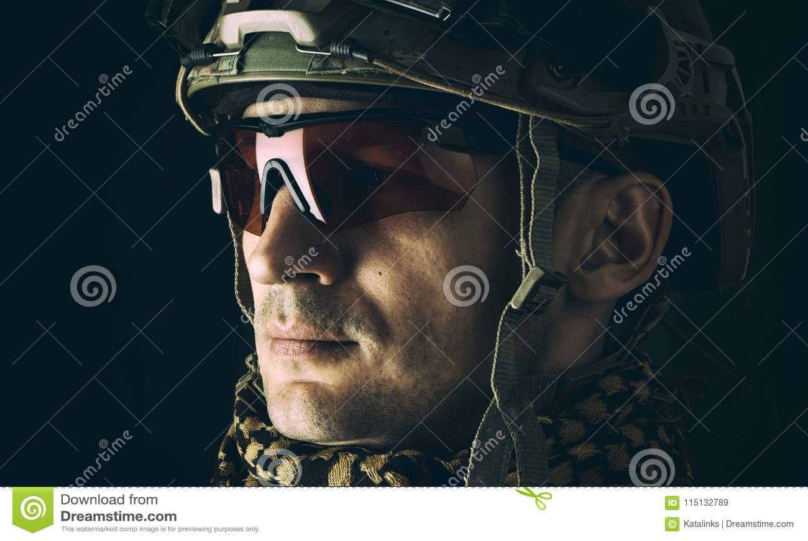 Macro portrait de militaire beau