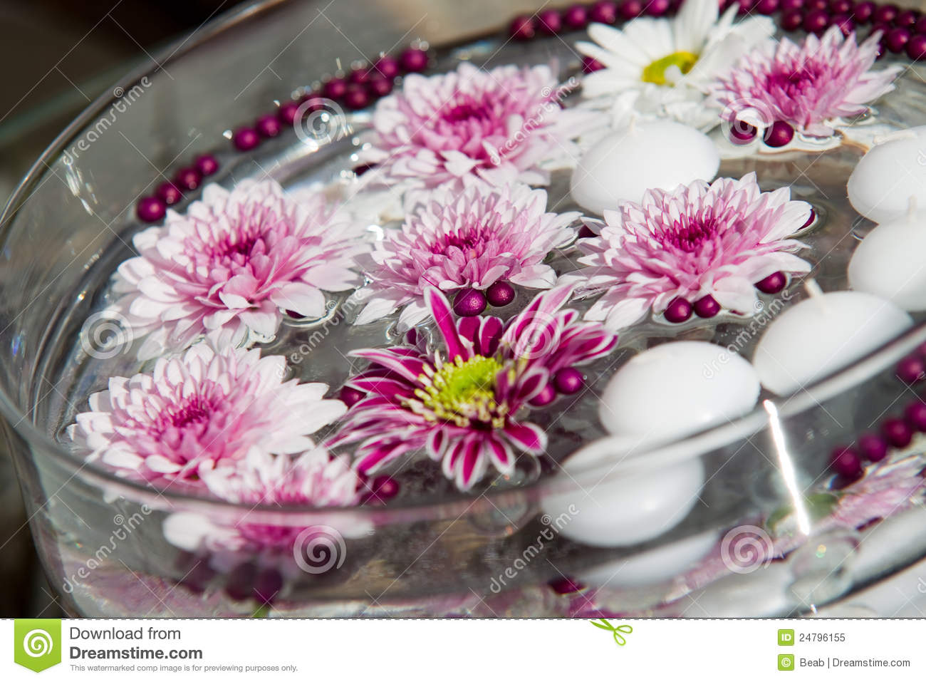 Macro shot of flower table decorations royalty free stock - Decoration table pour invites ...