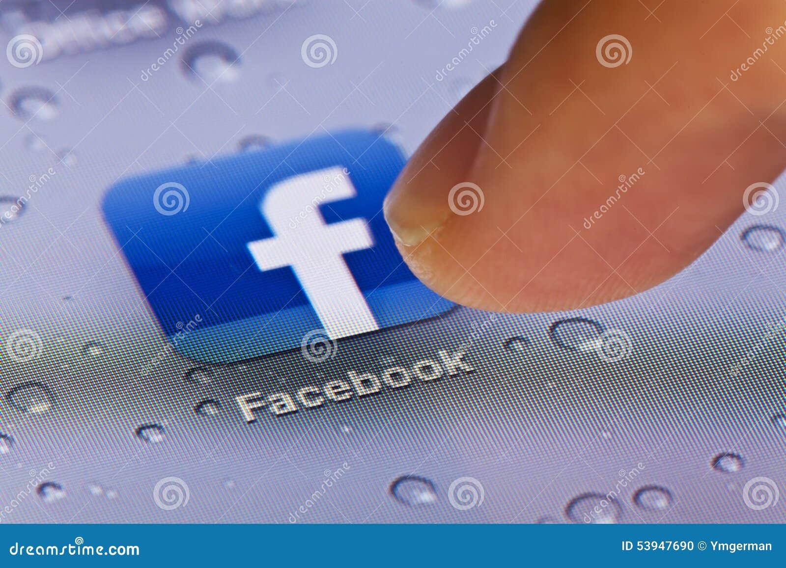 Macrobeeld van het lopen Facebook app op een iPad