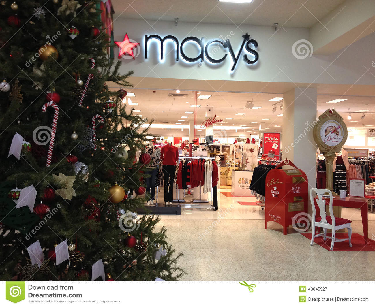 MACY'S CHRISTMAS SALE Editorial Photography - Image: 48045927
