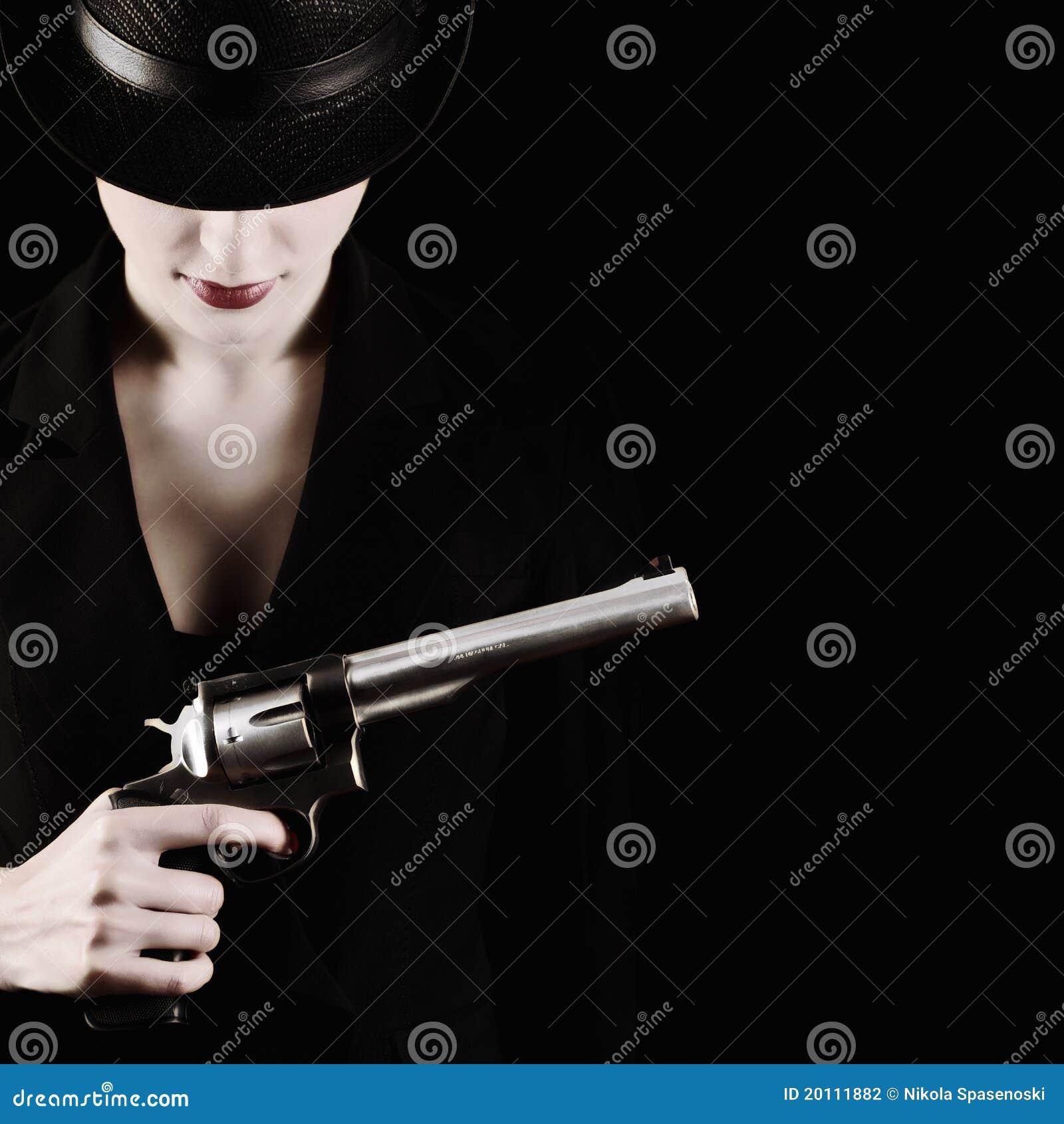 Madame avec un revolver