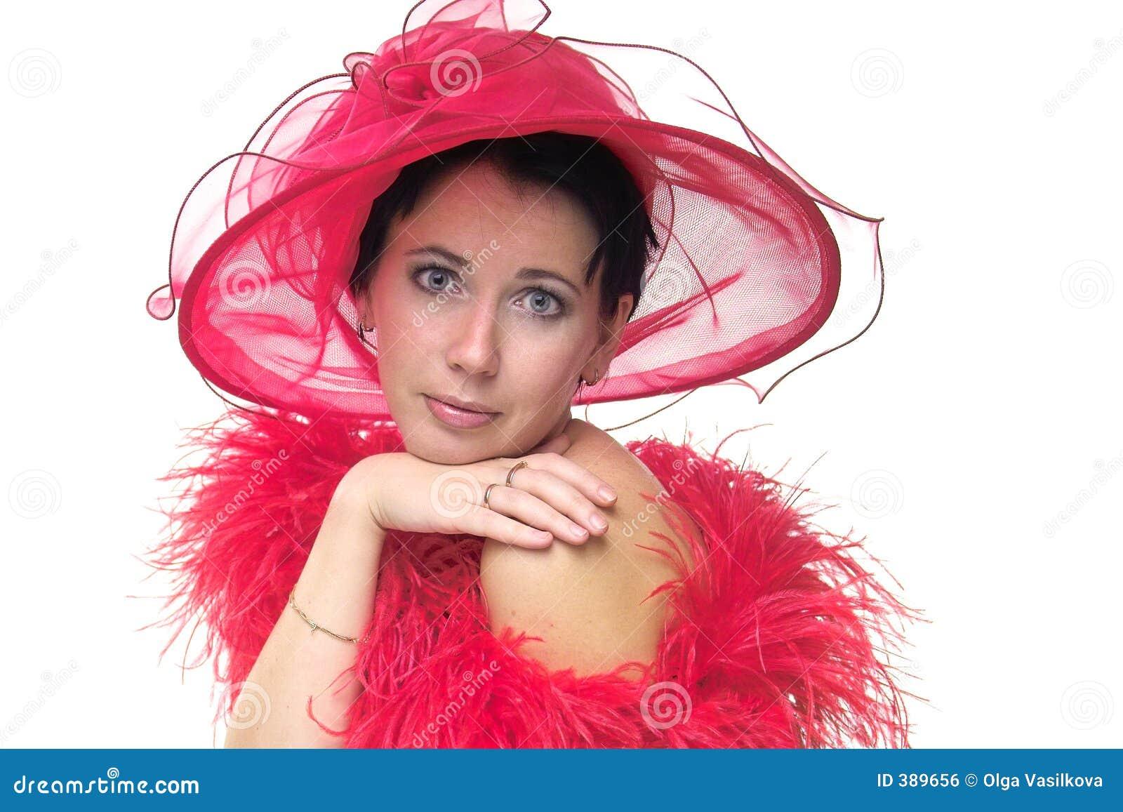 Madame dans le chapeau rouge