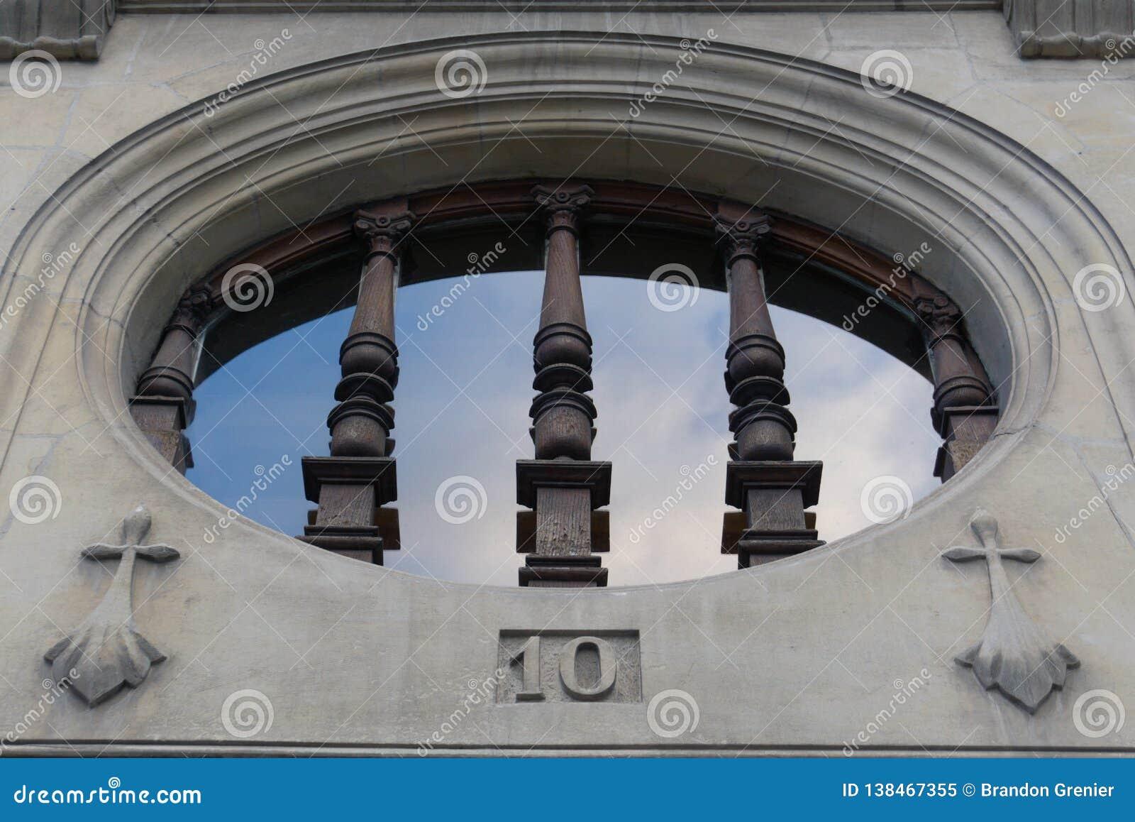 Madeira da pedra da janela da igreja