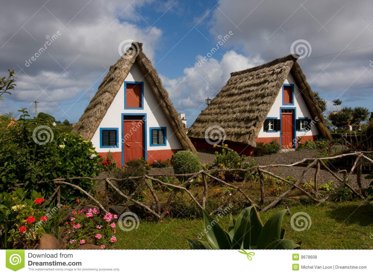 Madeira haus stockfoto bild von h user blume blau for Haus in madeira