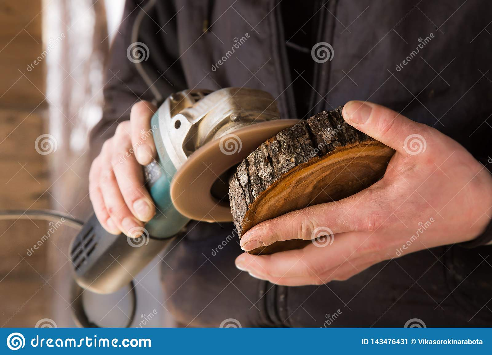 Madeira lustrada mão