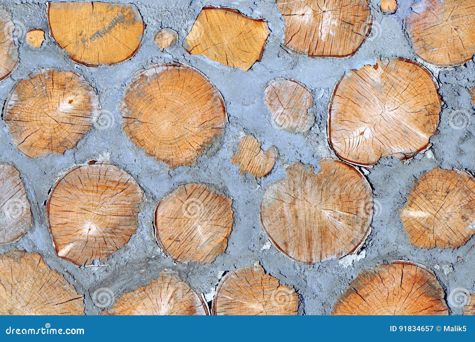 Madera y cemento en la pared