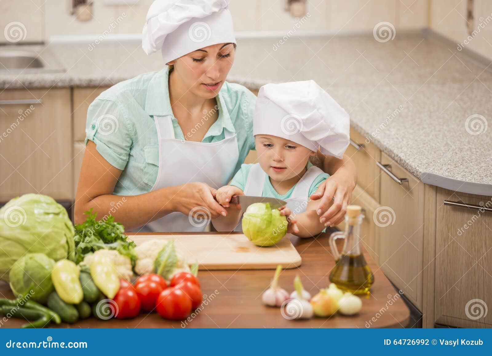 Madre con i suoi cuochi unici del bambino