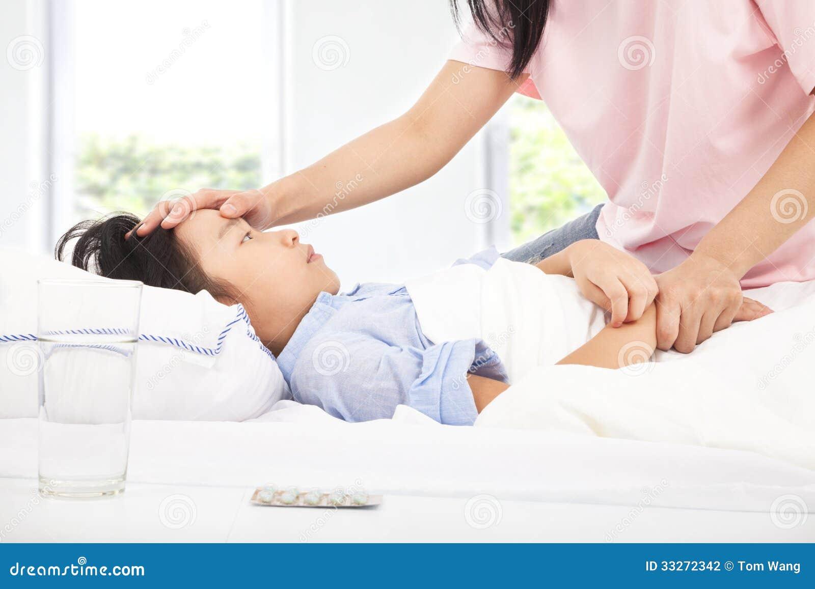 Madre con la figlia malata