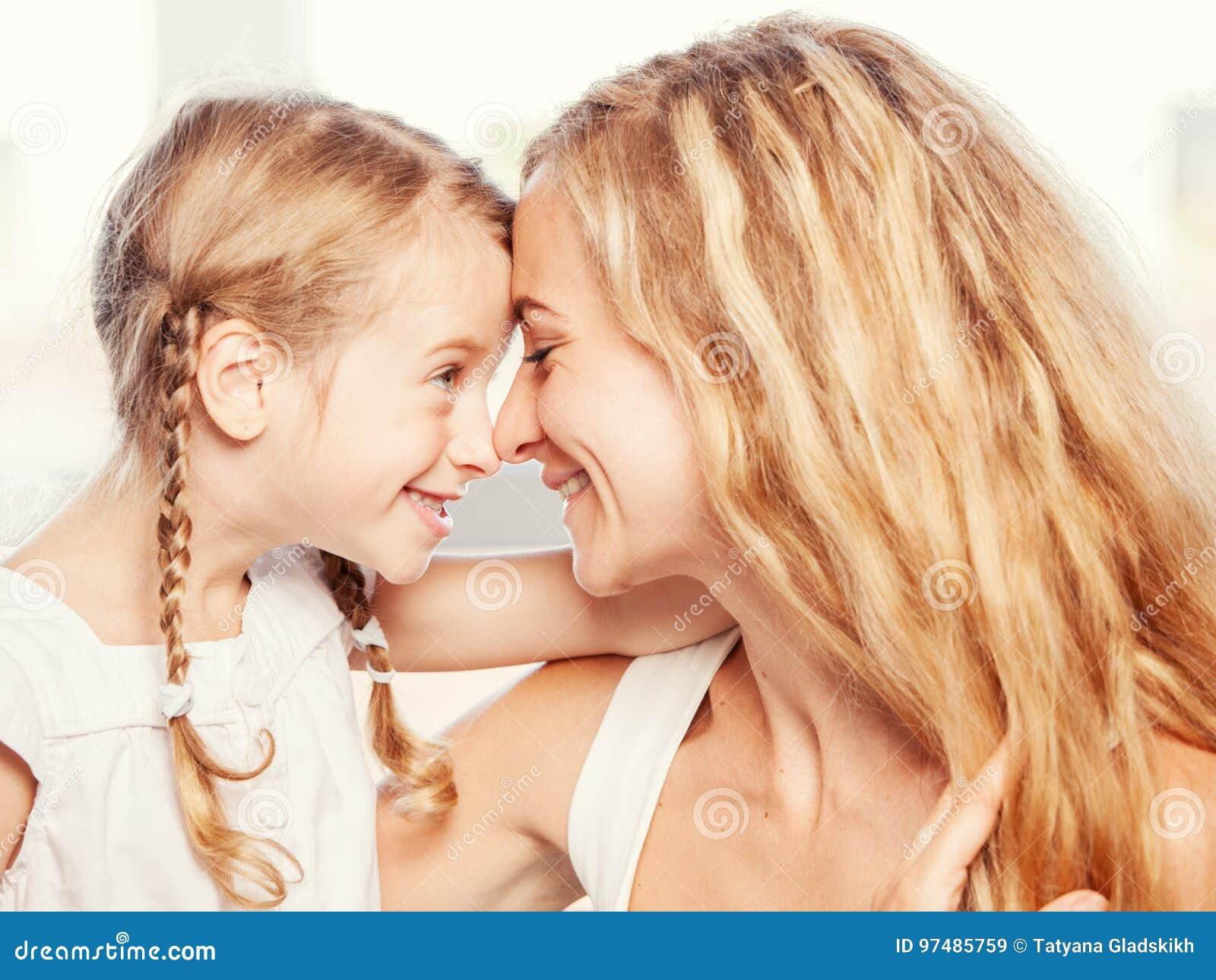 Madre con sorridere del bambino