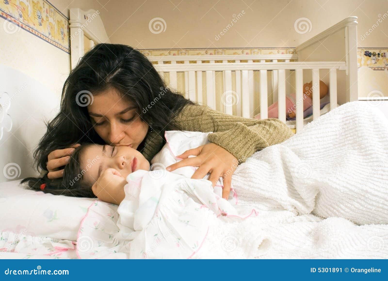 Download Madre e figlia immagine stock. Immagine di lifestyle, madre - 5301891