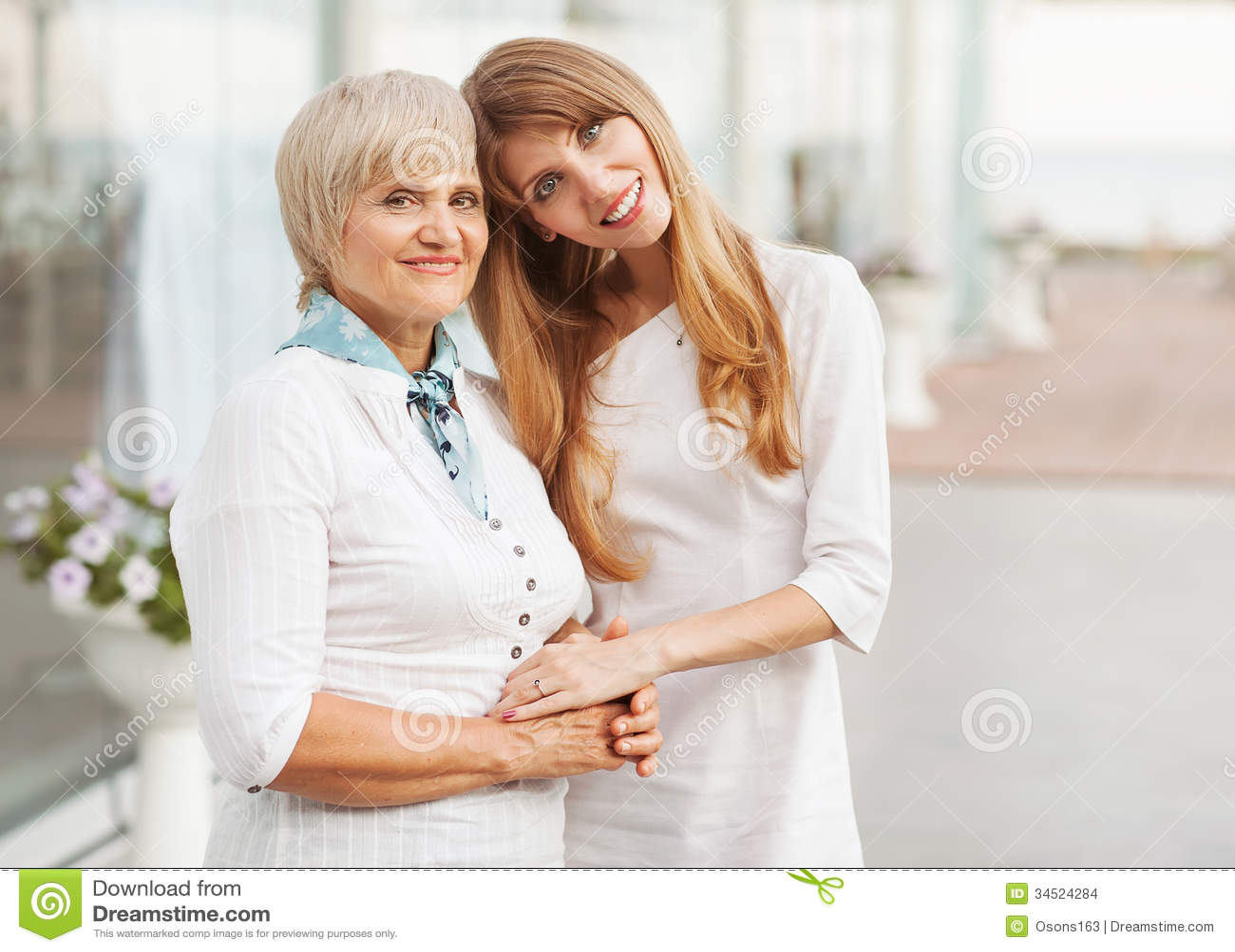 Madre e hija adultas