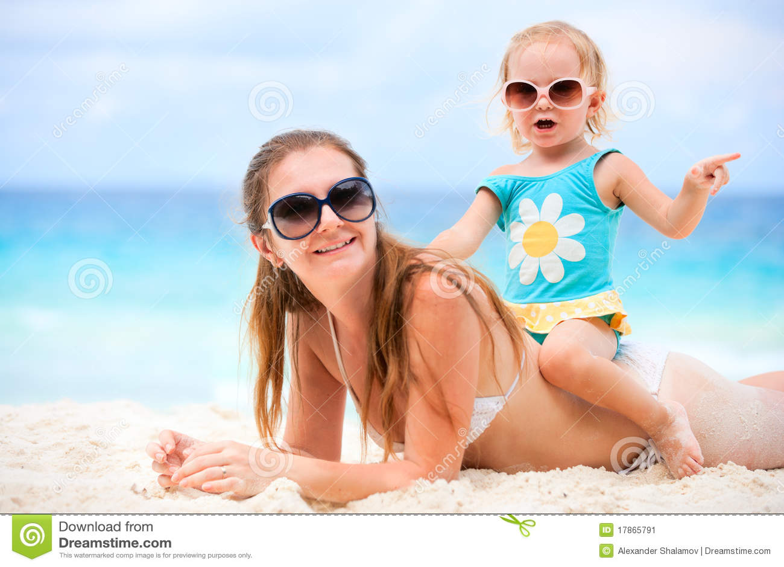 Bombas de mama hermosa playa