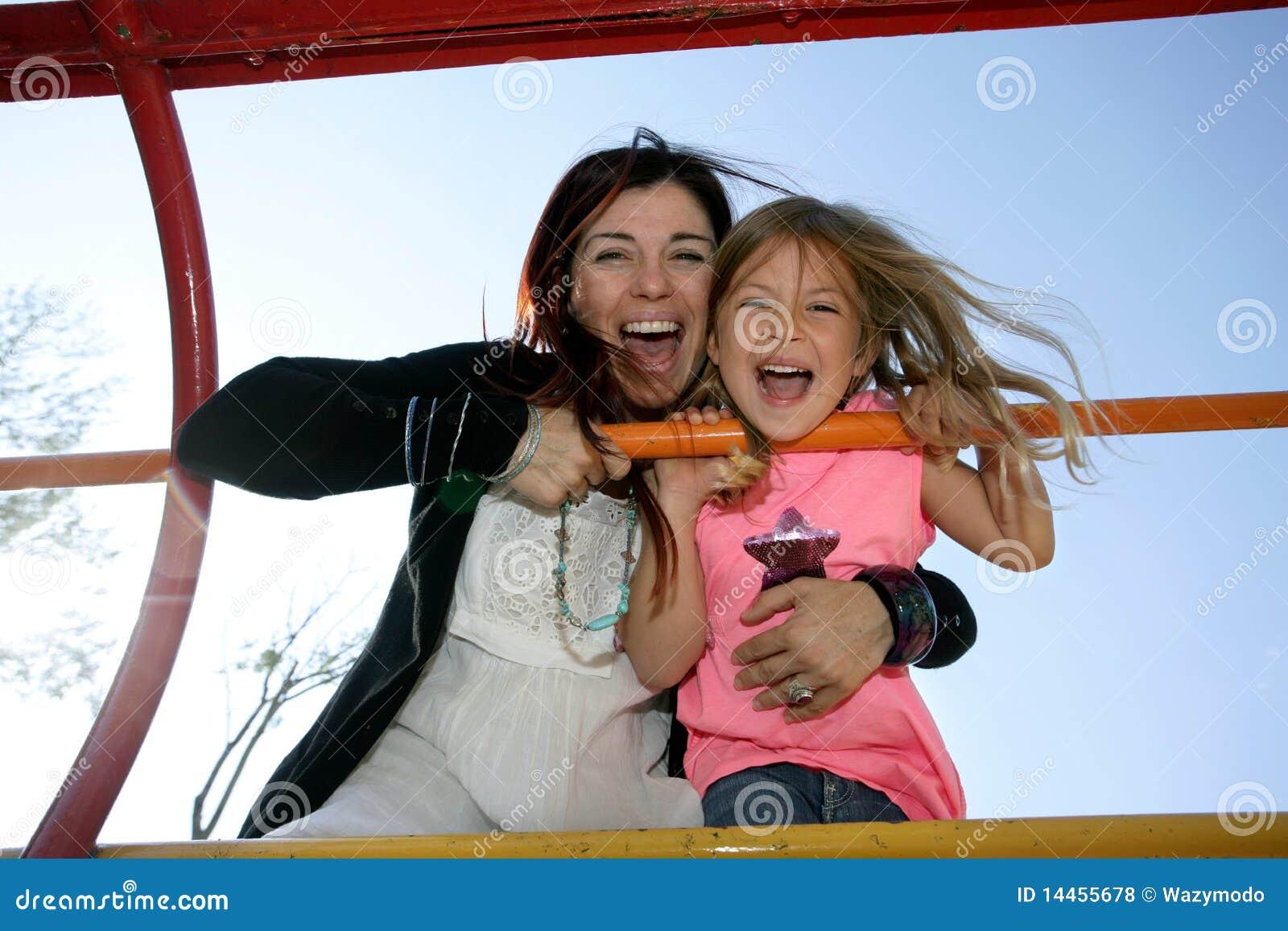 Madre E Hija En Marco Que Sube Foto de archivo - Imagen de climbing ...