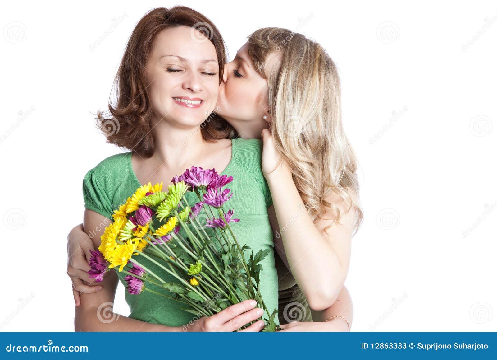 Madre e hija que celebran el día de madre