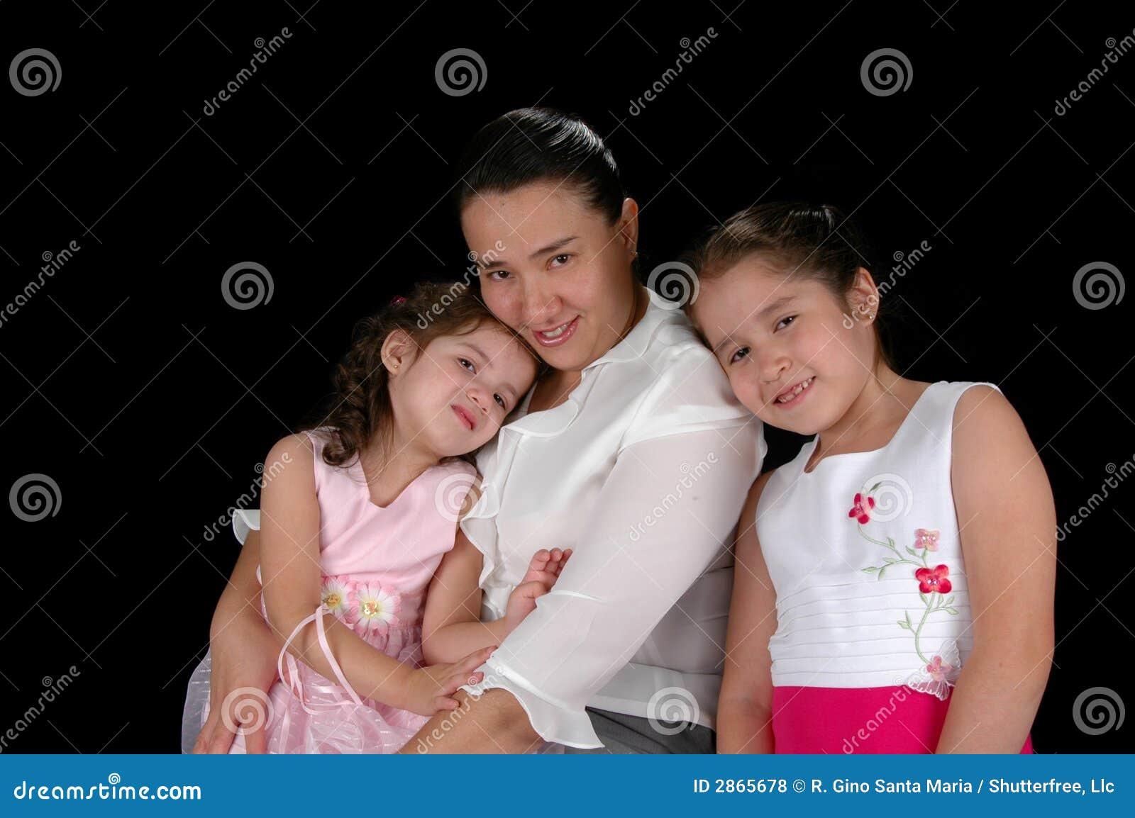 Madre e hijas latinas