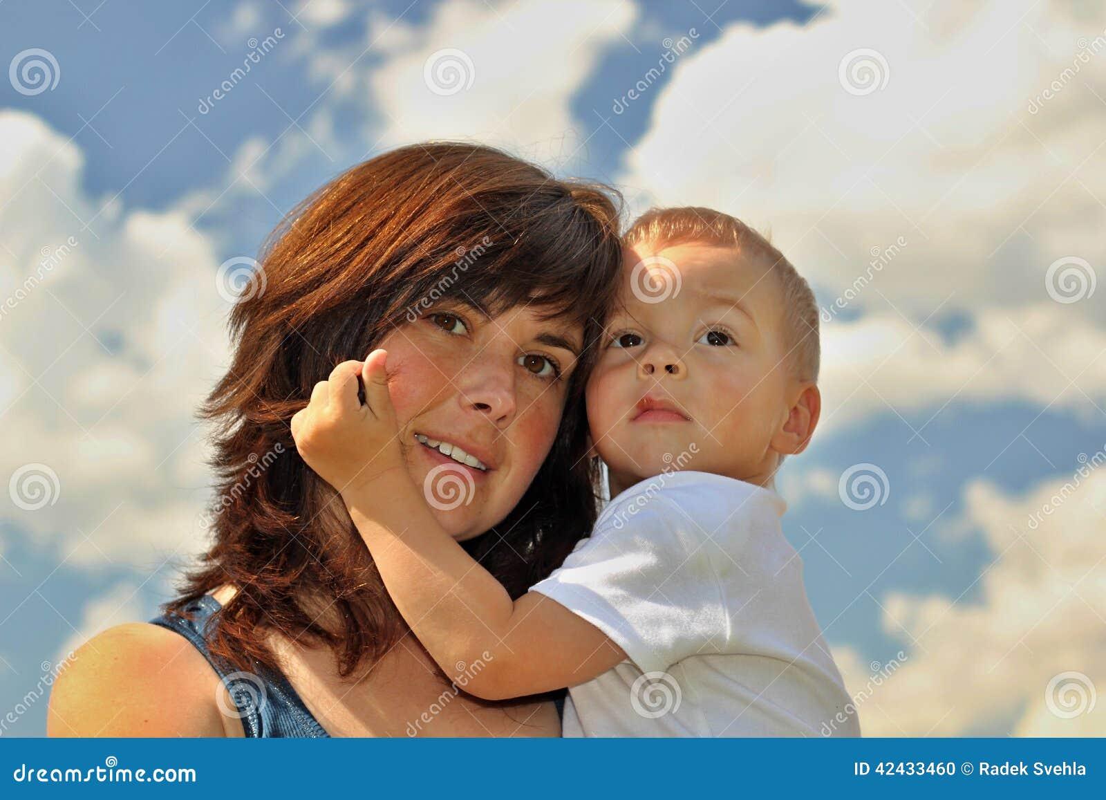 Madre e hijo en grano