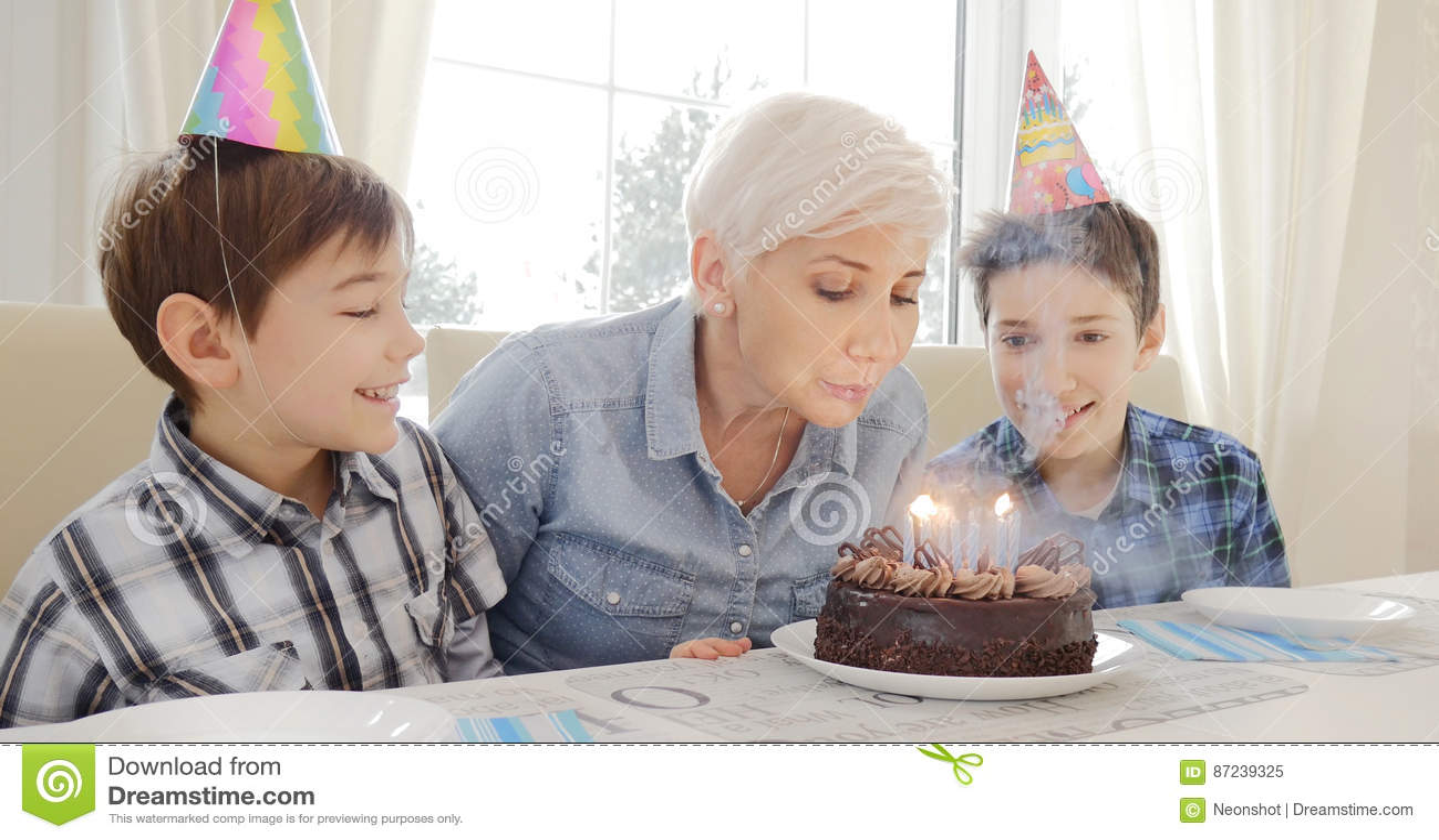 Madre e hijos, cumpleaños