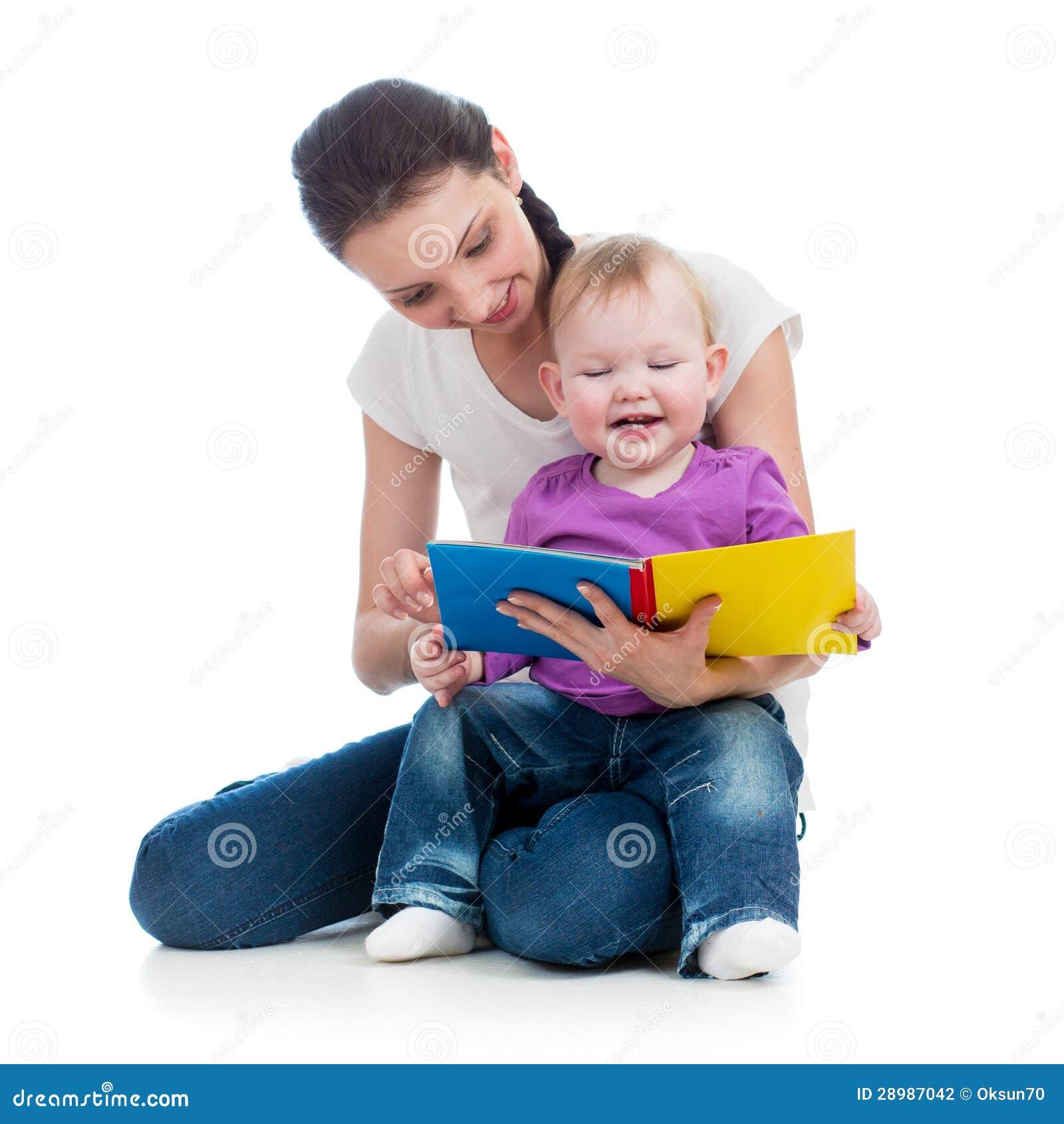 Madre felice che legge un libro alla neonata fotografia for Aggiunte alla legge