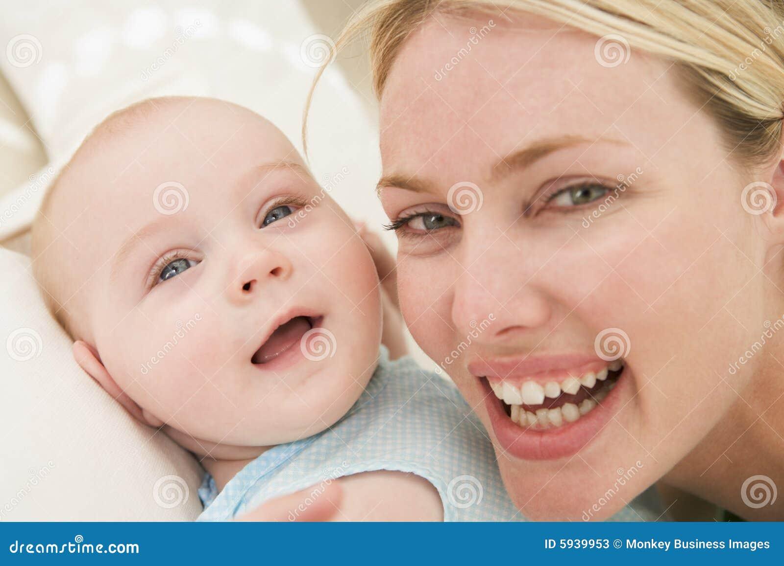 Madre y bebé dentro