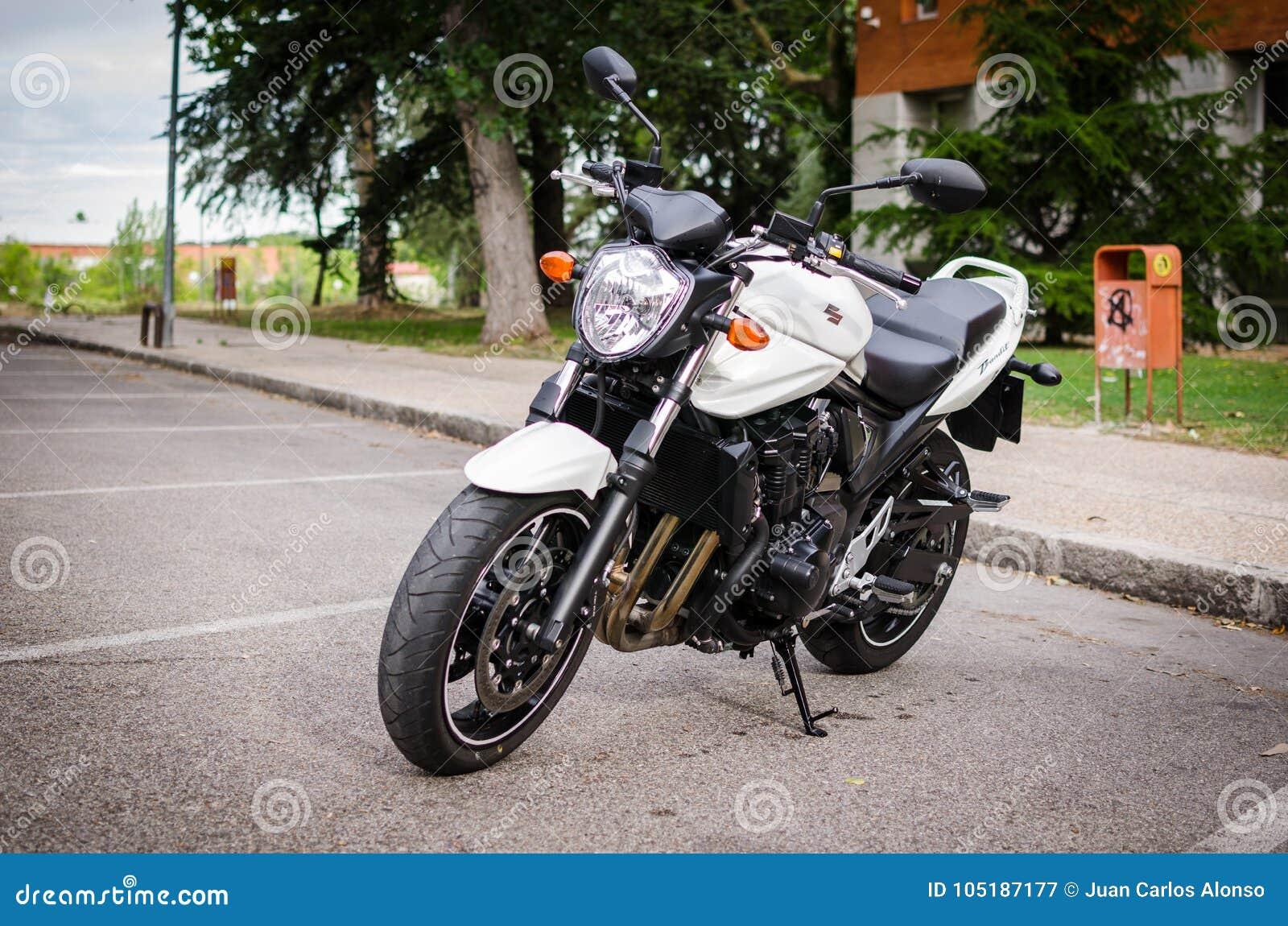 Madrid 7 De Julio De 2014 Moto Desnuda De Suzuki Bandit Front View