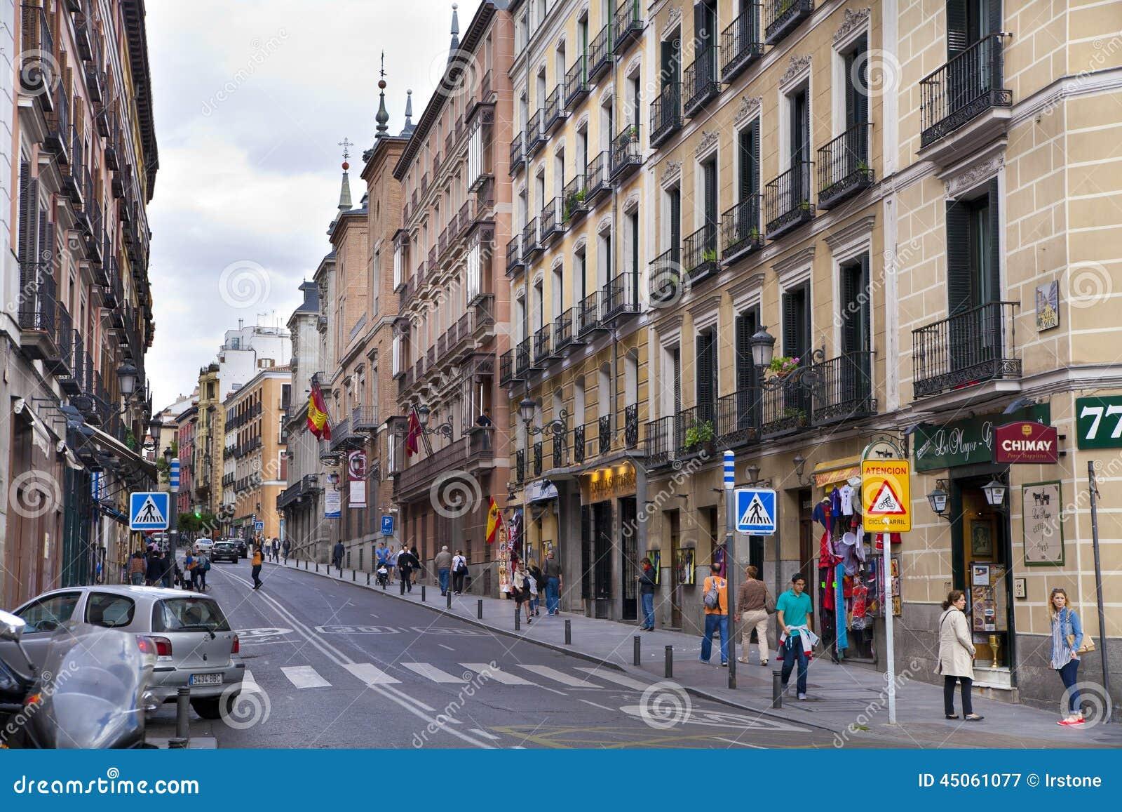 Madrid espa a 28 de mayo de 2014 calle mayor viejo - Montadores de pladur en madrid ...