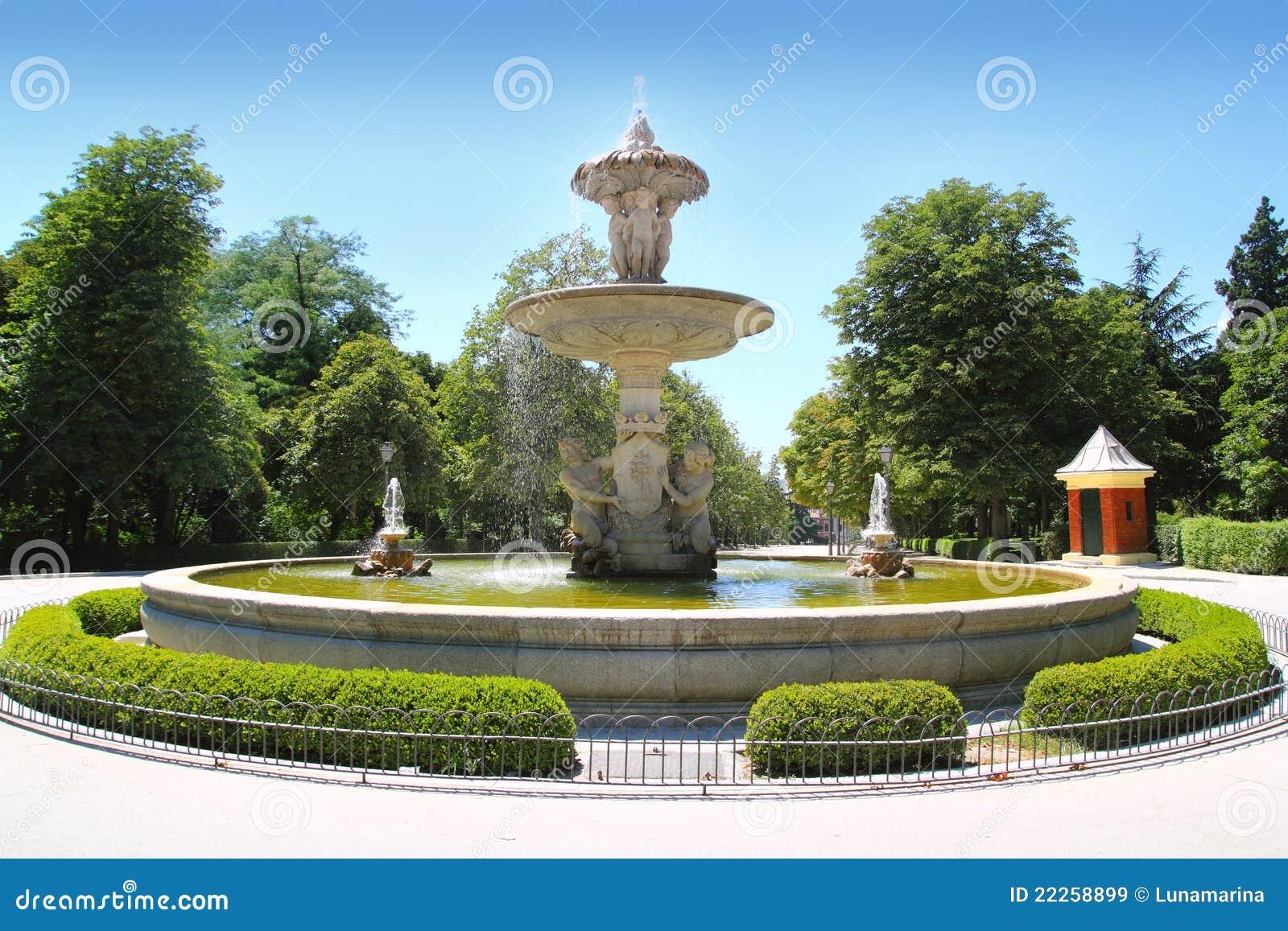 Madrid fuente de Alcachofa i den Retiro parken
