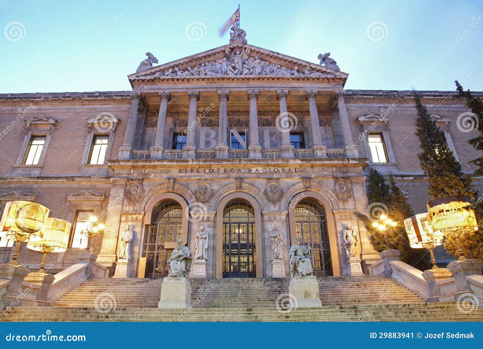 Madrid - Portal av Museo Arqueológico Nacional - Archaeological museum för medborgare av Spanien