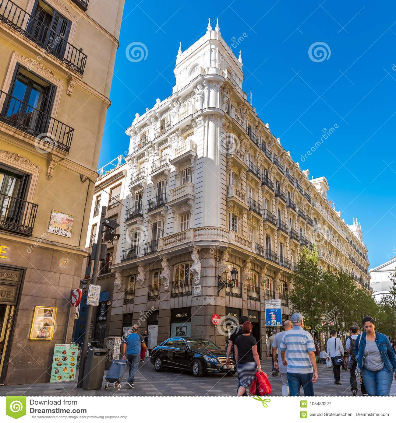 Consecutivo monitor Ambiente  MADRID, SPAIN - SEPTEMBER 26, 2017: Beautiful Historical Building Of Old  Architecture In The City Center. Copy Space For Text. Editorial Photography  - Image of european, architecture: 105480227