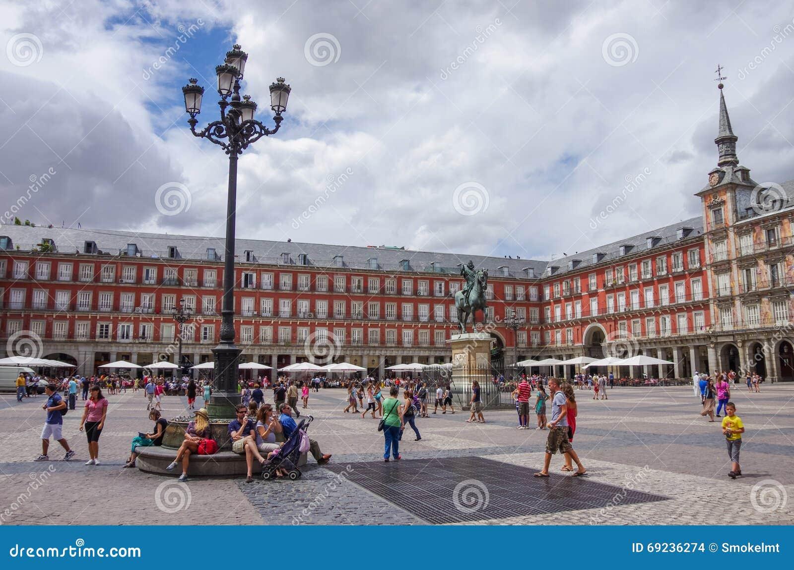MADRID, SPANIEN - 4. JULI: Statue von Philip III an Bürgermeisterpiazza in M