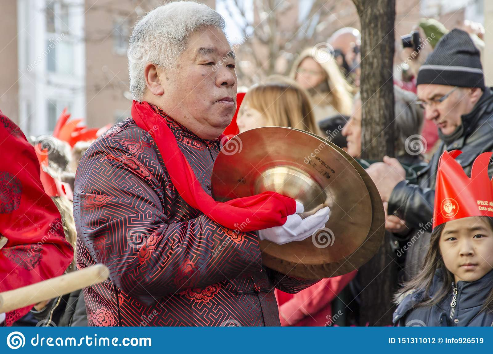 MADRID, SPANJE; 01 28 2017: CHINEES NIEUWJAAR 2017 OPTOCHT IN HET DISTRICT VAN USERA IN MADRID