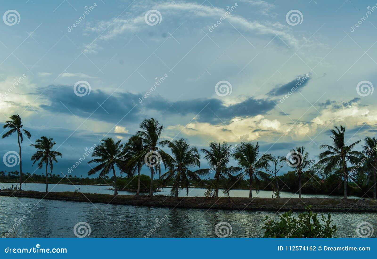 Madrugada del sur del pueblo de Kerala