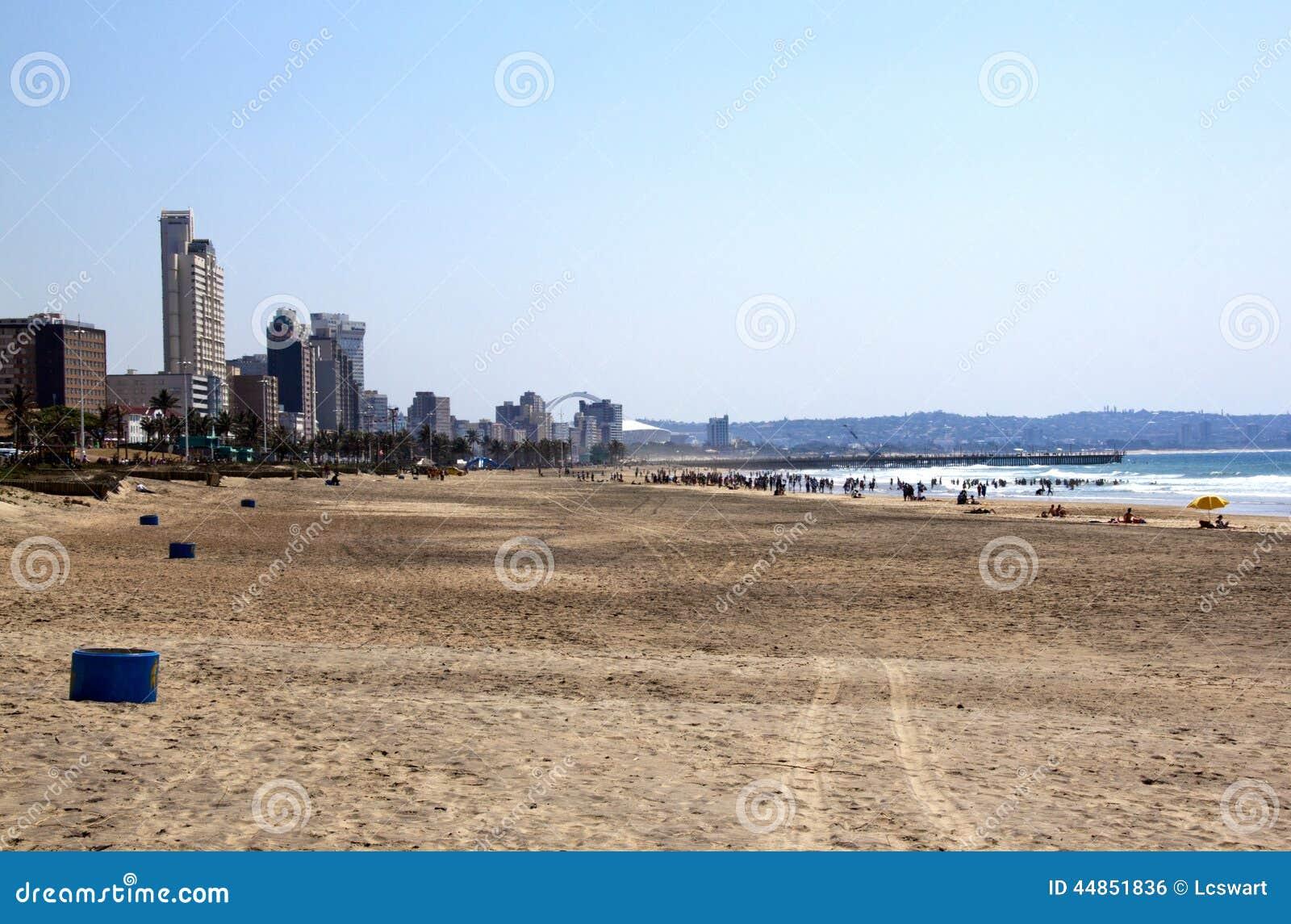 Madrugada en la playa de Addington en Durban Suráfrica