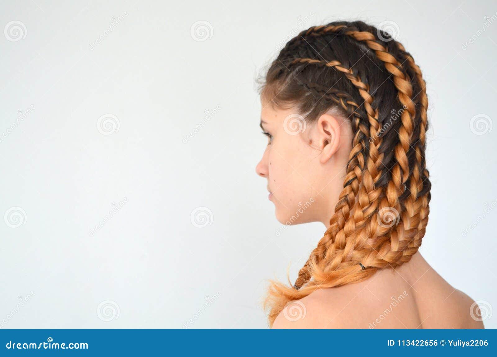 Maestría de tejer del pelo con la longitud larga del pelo