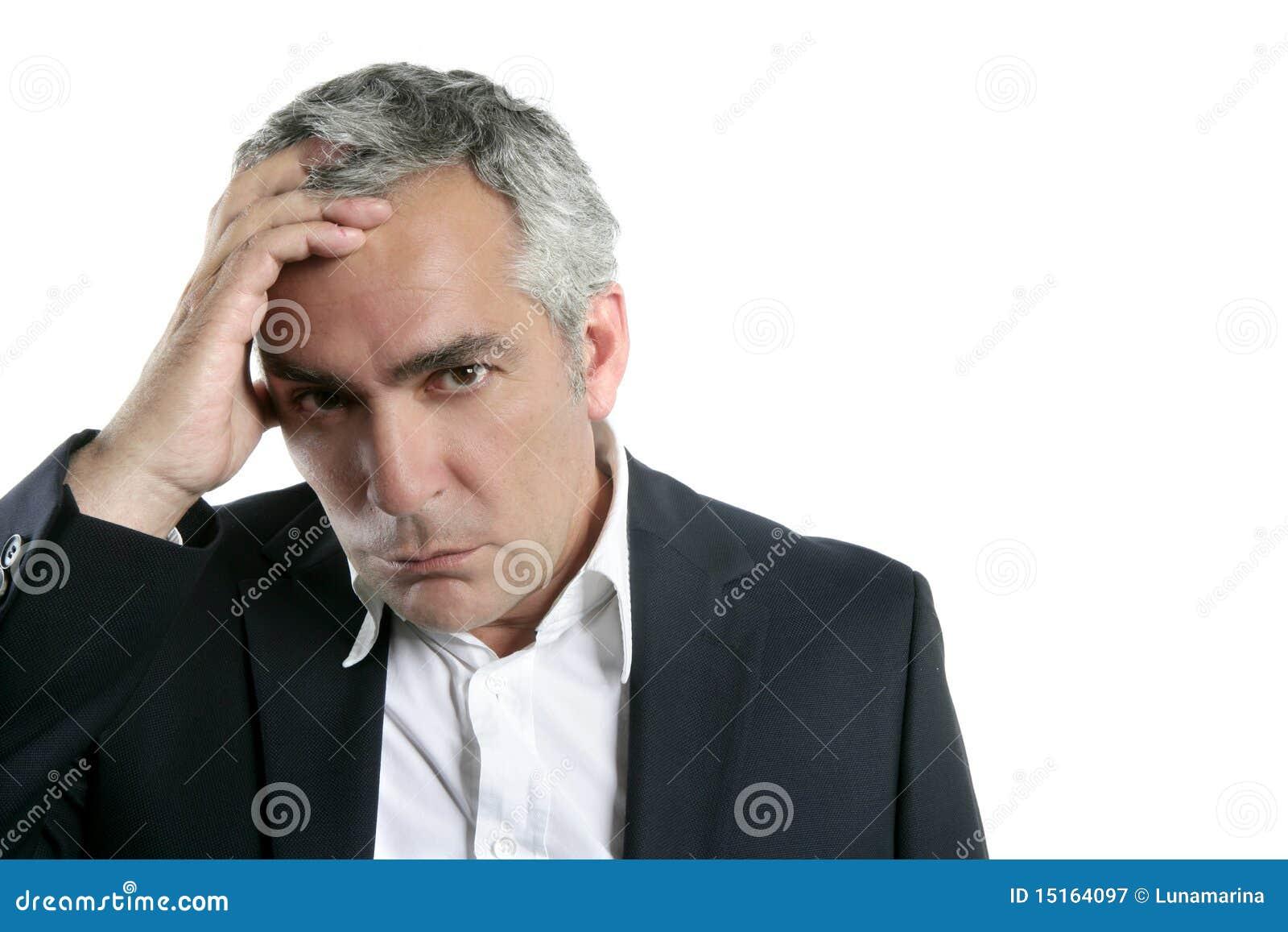 Maestría mayor preocupante triste del hombre de negocios del pelo gris