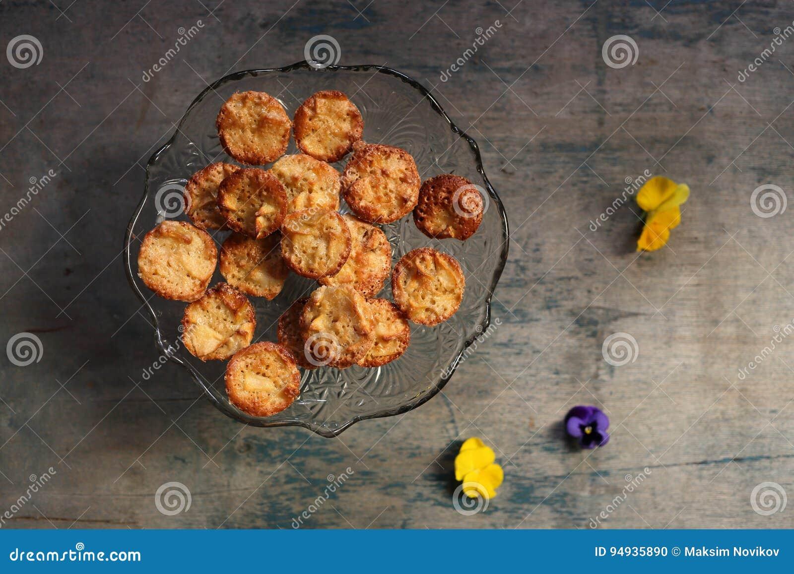 Mafins Auf Einem Holzernen Hintergrund Stockfoto Bild Von Diat