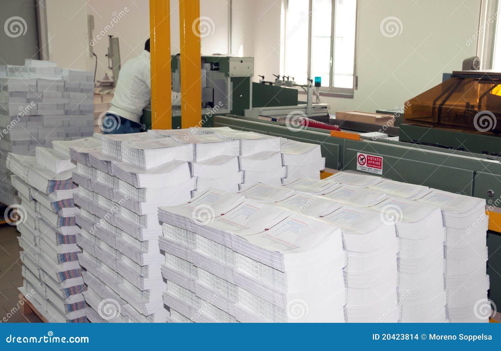 Magasin d estampes : ligne d arrivée de presse de poteau