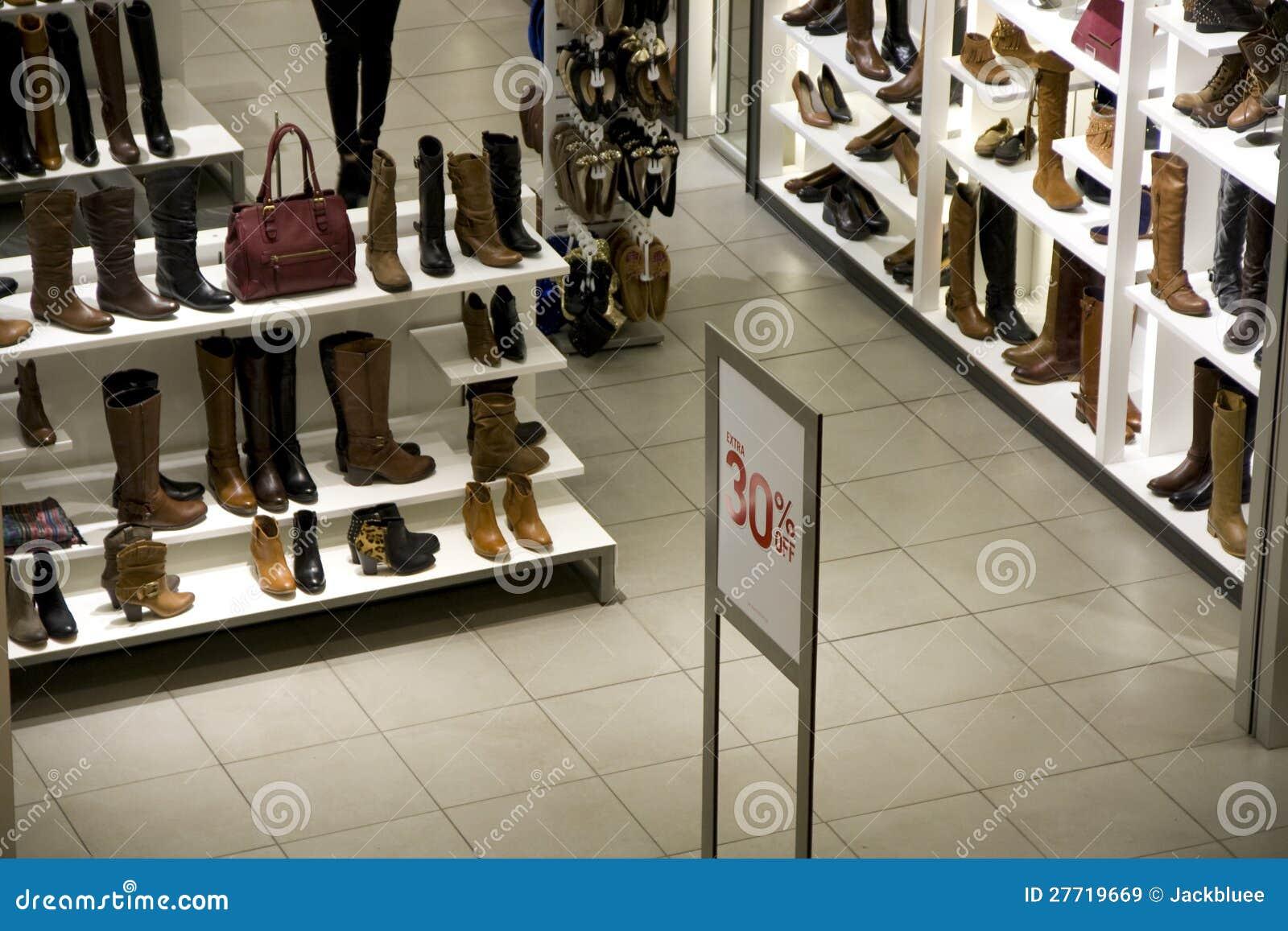 magasin de chaussures image stock image du g nie brun 27719669. Black Bedroom Furniture Sets. Home Design Ideas