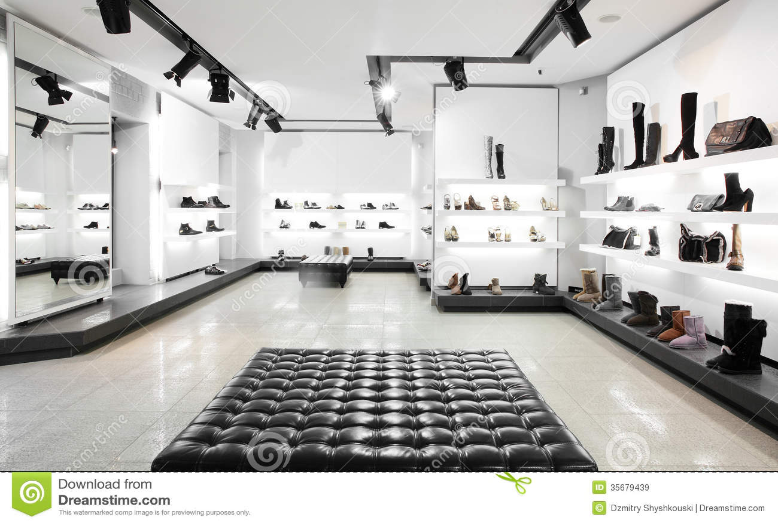 magasin de chaussures de luxe avec l int 233 rieur lumineux images libres de droits image 35679439