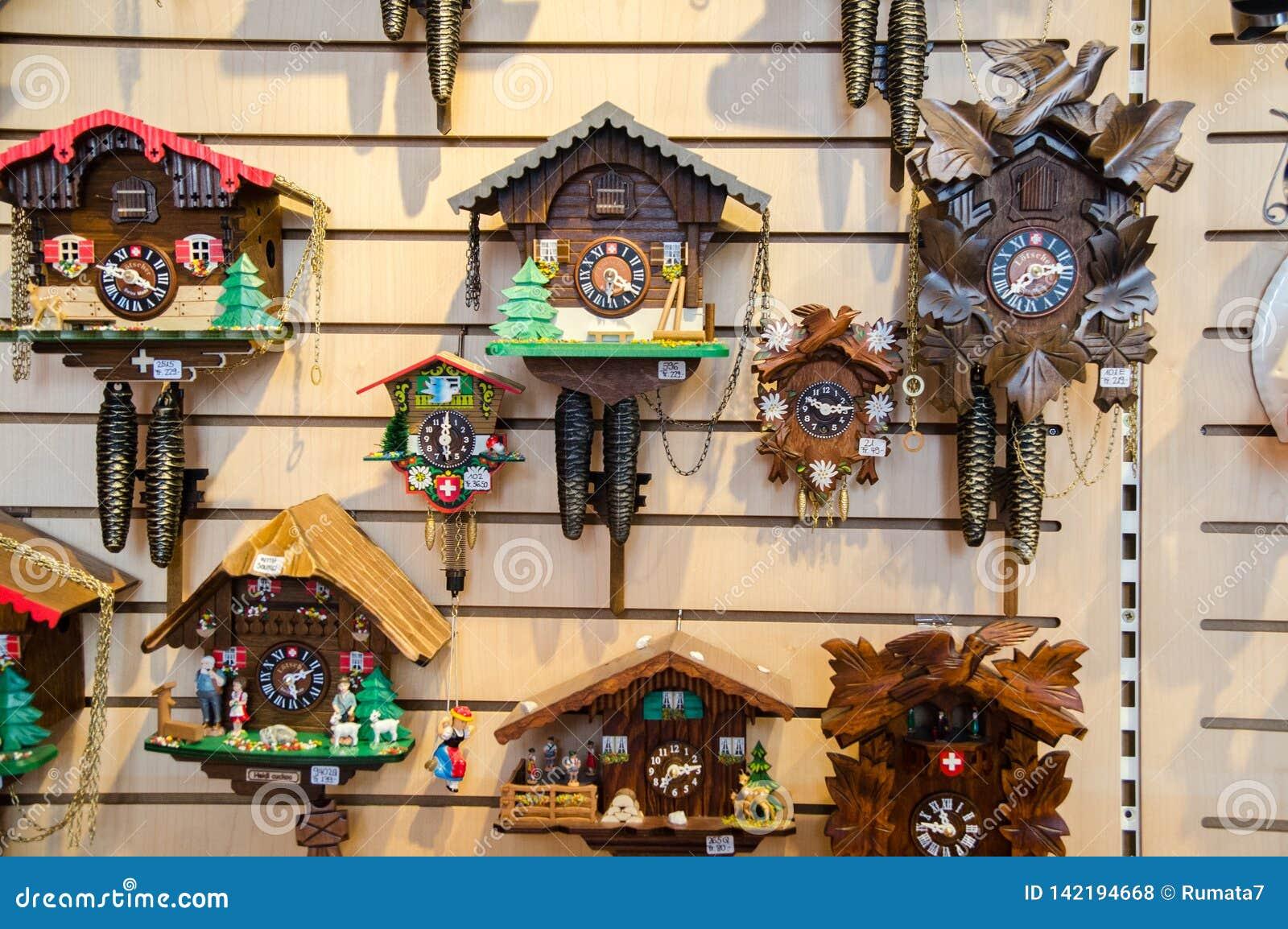 Magasin De Coucou Horloges Au Village De Grindelwald Switzerland Photo Stock Image Du Magasin Switzerland 142194668