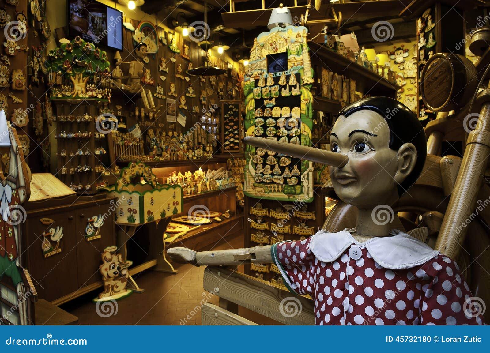 Magasin de jouets en bois avec pinocchio image ditorial for Jouetstore